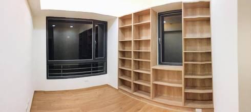 開放層櫃:  書房/辦公室 by 圓方空間設計