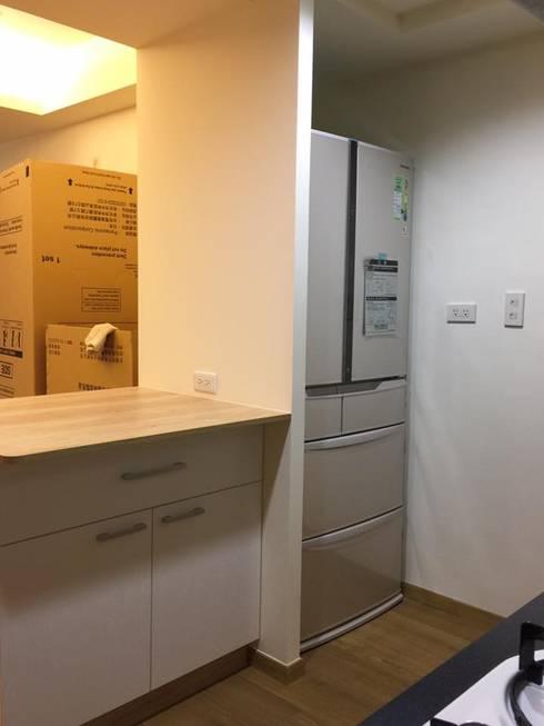 廚房收納:  置入式廚房 by 圓方空間設計