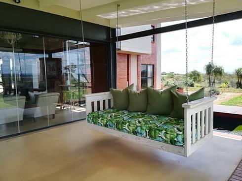 Patio - Delicious Monster:  Balconies, verandas & terraces  by Jay Interiors