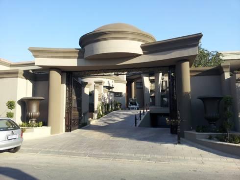 Sandton Splendour: classic Houses by CKW Lifestyle