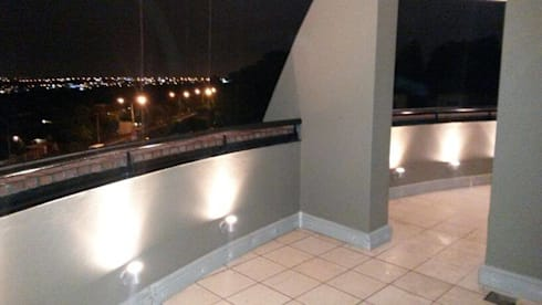 Sandton Style Penthouse Living:  Balconies, verandas & terraces  by CKW Lifestyle