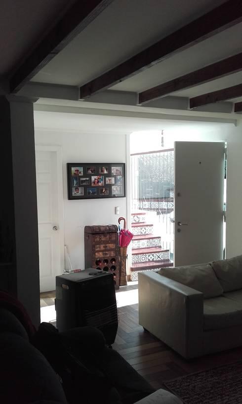 Interior nuevo: Pasillos y hall de entrada de estilo  por DIEGO ALARCÓN & MANUEL RUBIO ARQUITECTOS LIMITADA