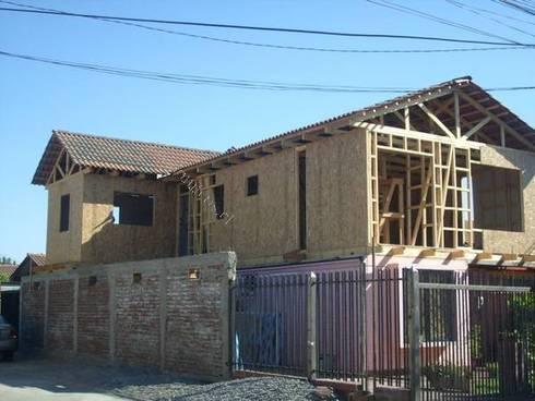 Ampliacion segundo piso: Casas de estilo clásico por Constructora Zepeda y Salfate Ltda.