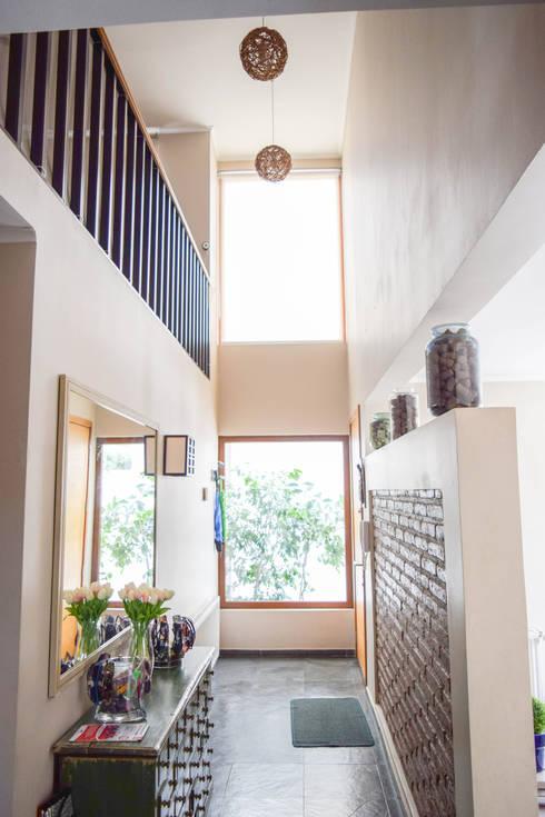 Remodelación de Casa Islas Fidji por Arqbau: Pasillos y hall de entrada de estilo  por Arqbau Ltda.