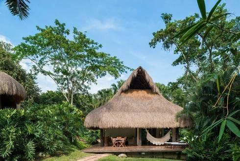 Casa Mesa de Yeguas: Casas de estilo tropical por NOAH Proyectos SAS
