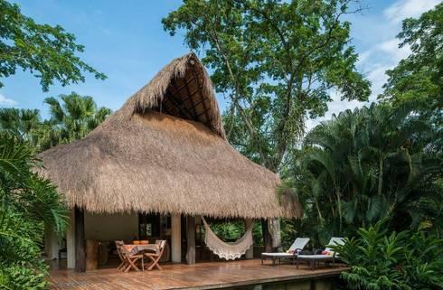 Casa Mesa de Yeguas: Casas campestres de estilo  por NOAH Proyectos SAS