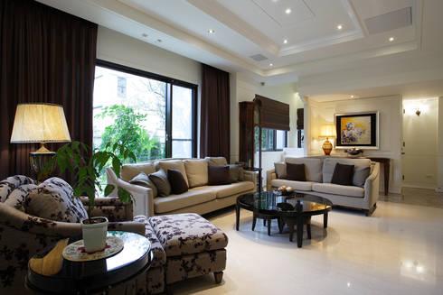 台北華城:  客廳 by G.T. DESIGN 大楨室內裝修有限公司