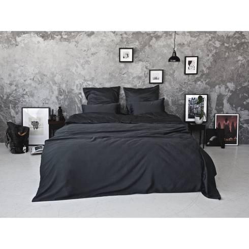 Sateen Duvet Set - Dark grey: scandinavian Bedroom by Bedroommood