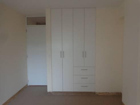 Remodelación y Amoblamiento Dpto : Closets de estilo moderno por MARSHEL DUART SRL
