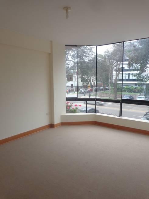 Remodelación y Amoblamiento Dpto : Salas / recibidores de estilo moderno por MARSHEL DUART SRL