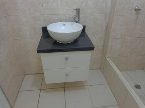 Remodelación y Amoblamiento Dpto : Baños de estilo moderno por MARSHEL DUART SRL