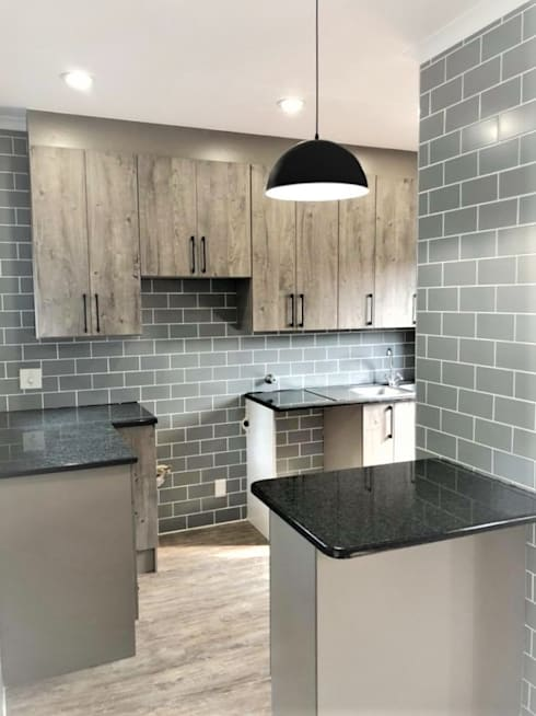 Apartment Kitchen:  Built-in kitchens by Zingana Kitchens and Cabinetry