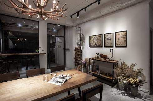 ZHU E Design:  書房/辦公室 by 築一國際室內裝修有限公司