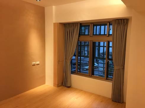 裝潢免百萬 利用現有格局及顏色的搭配 打造完美的家:  臥室 by 捷士空間設計