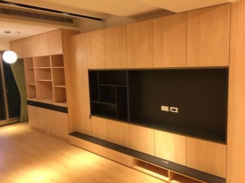 裝潢免百萬 利用現有格局及顏色的搭配 打造完美的家:  客廳 by 捷士空間設計