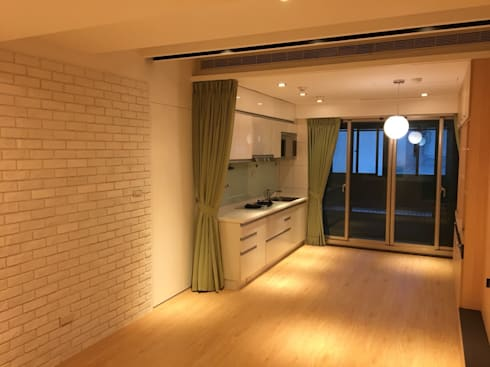 裝潢免百萬 利用現有格局及顏色的搭配 打造完美的家:  廚房 by 捷士空間設計