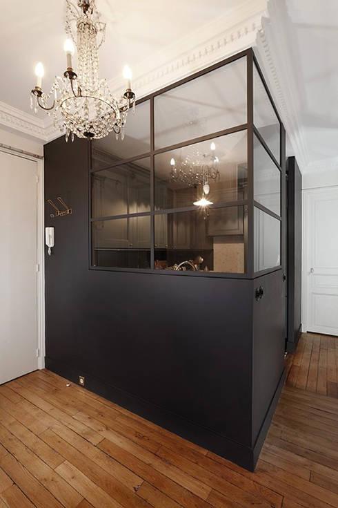 Restructuration d'un appartement haussmannien: Cuisine de style de style Moderne par Créateurs d'interieur
