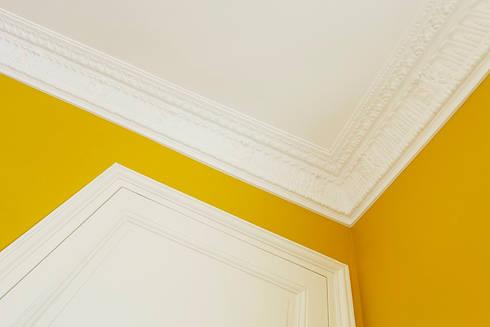 Restructuration d'un appartement haussmannien: Chambre de style de style Moderne par Créateurs d'interieur
