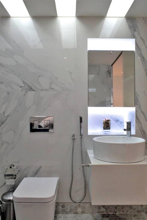Apartamento en Chulavista: Baños de estilo minimalista por RRA Arquitectura