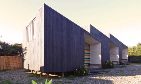Cabañas Algarrobo: Casas de madera de estilo  por m2 estudio arquitectos