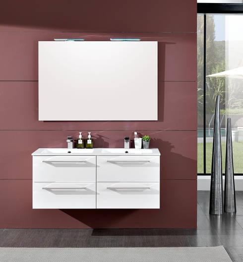 Maranello 07: Bagno in stile  di FALEGNAMERIA ADRIATICA S.r.l.