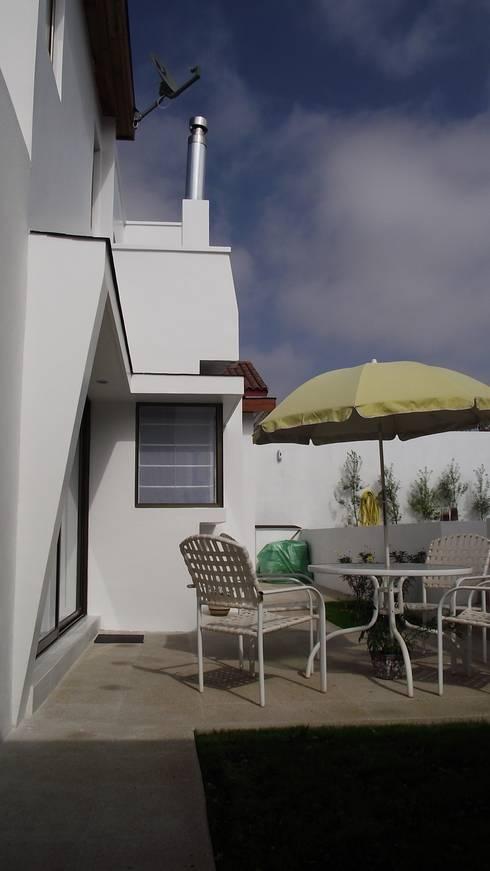 DISEÑO VIVIENDA MAC 220: Casas de estilo moderno por Territorio Arquitectura y Construccion