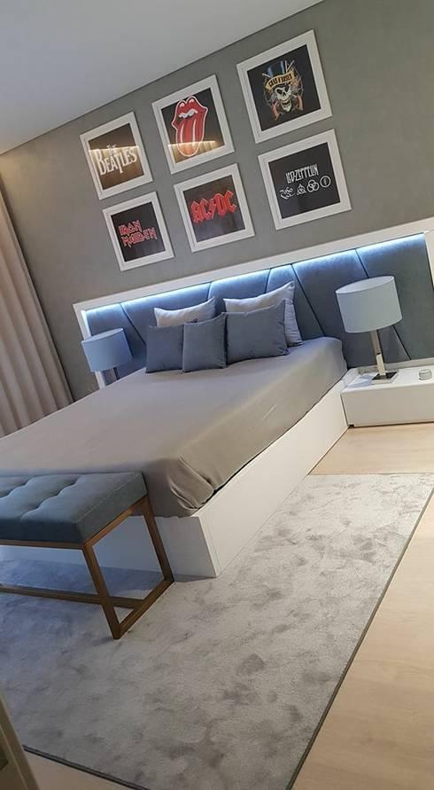 Dormitorios de estilo  por Atelier Kátia Koelho