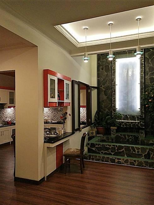 Mini Bar:  Unit dapur by Amirul Design & Build