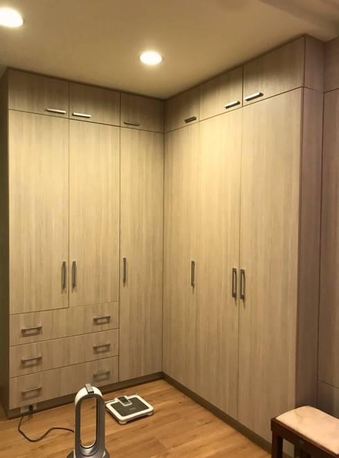 量身訂作的衣櫃:  臥室 by 圓方空間設計