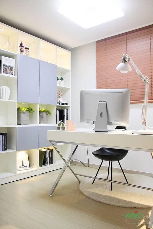 부산 모델하우스 세팅, 낭만적인 클래식스타일 – 노마드디자인 : 노마드디자인 / Nomad design의  서재 & 사무실