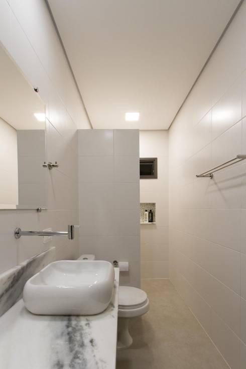 Banheiro: Banheiros  por Otoni Arquitetura