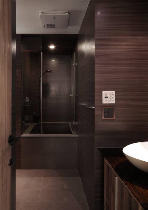 返 - 新北徐宅:  浴室 by 形構設計 Morpho-Design