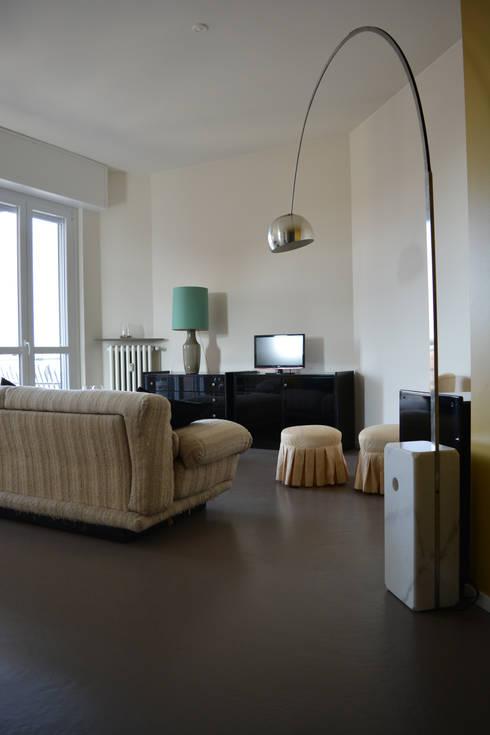 Casa MB: Soggiorno in stile in stile Eclettico di Alessandro Jurcovich Architetto