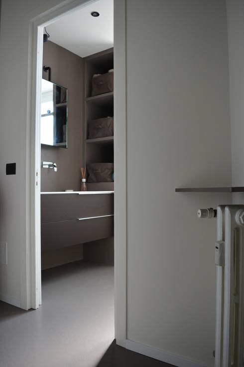 Casa MB: Bagno in stile in stile Industriale di Alessandro Jurcovich Architetto