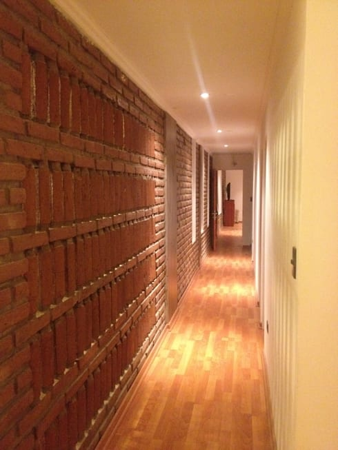 Pasillo interior: Pasillos y hall de entrada de estilo  por D01 arquitectura