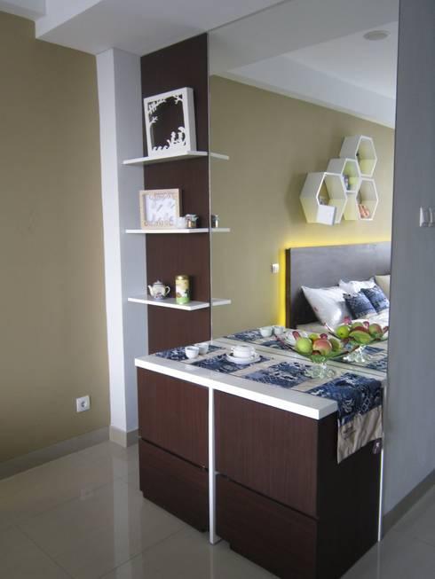 Dago Suite - Batik studio:  Bedroom by POWL Studio