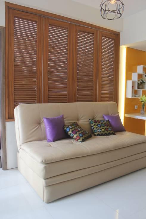 Galeri Ciumbuleuit III - Tipe 3 bedroom:  Ruang Keluarga by POWL Studio