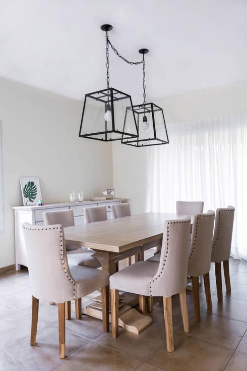 Diseño Integral Casa Country: Comedores de estilo rústico por Bhavana