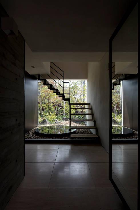 堺の家: NOMA/桑原淳司建築設計事務所が手掛けた階段です。