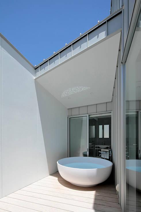 八ヶ岳の離れ: 稲山貴則 建築設計事務所が手掛けたスパ・サウナです。