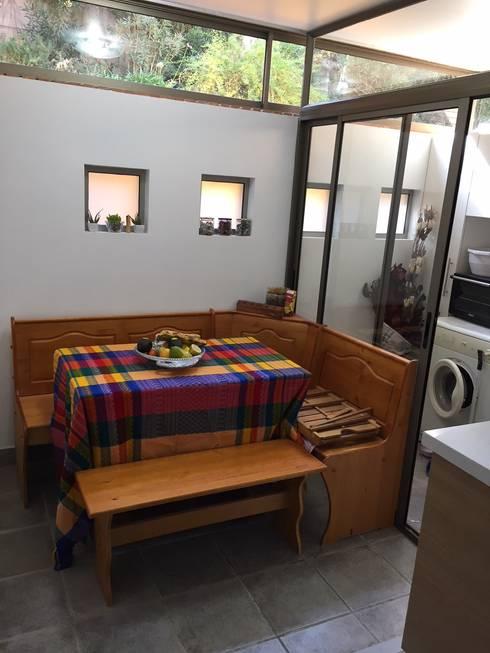 Comedor de diario y nuevo ventanal de separación con logia: Cocinas de estilo  por Lares Arquitectura