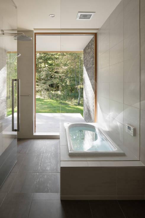 浴室: atelier137 ARCHITECTURAL DESIGN OFFICEが手掛けた浴室です。