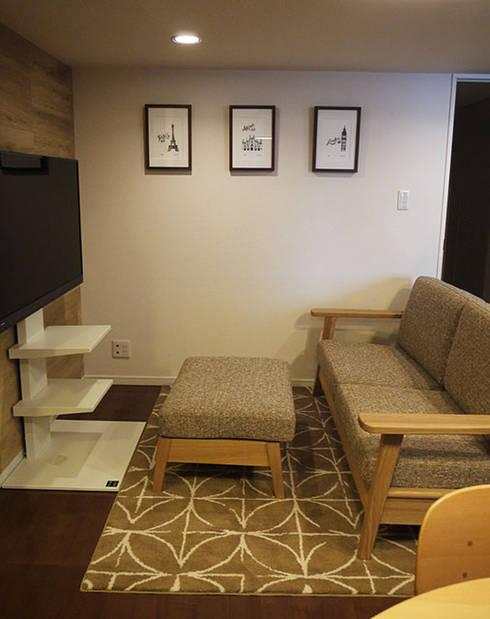 Ruang Keluarga by 株式会社アートアーク一級建築士事務所
