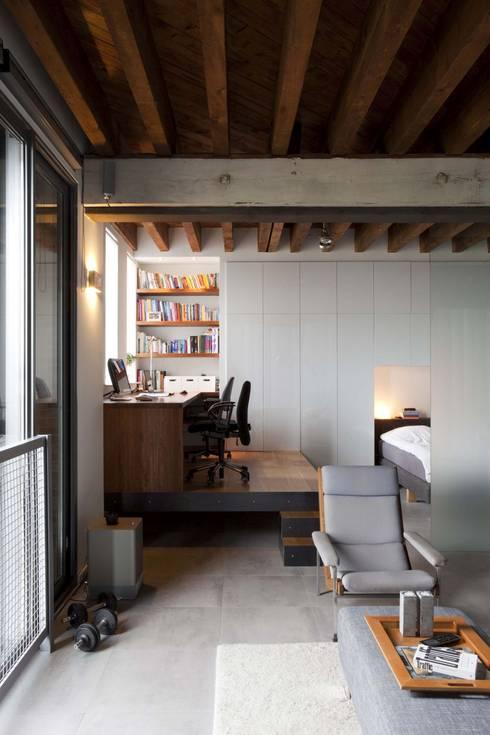 Lloydstraat 140, Rotterdam:  Woonkamer door Thijssen Verheijden Architecture & Management