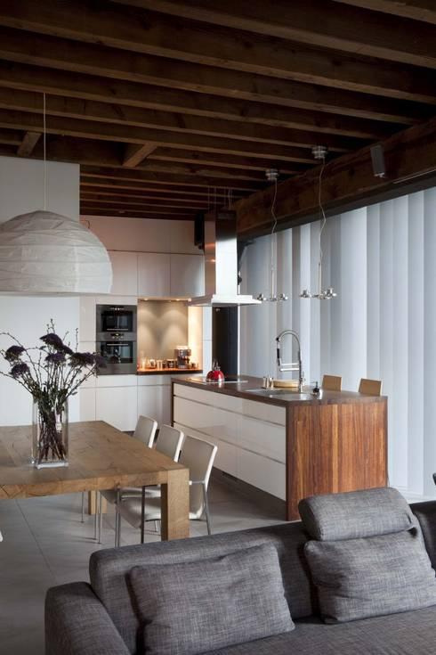 Lloydstraat 140, Rotterdam:  Inbouwkeukens door Thijssen Verheijden Architecture & Management