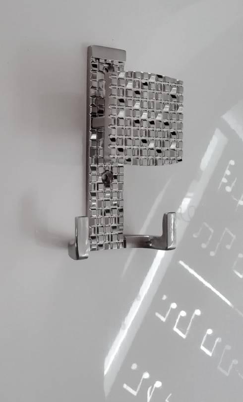 Perchero Mosaic NS: Hogar de estilo  por Industrial de Cerraduras