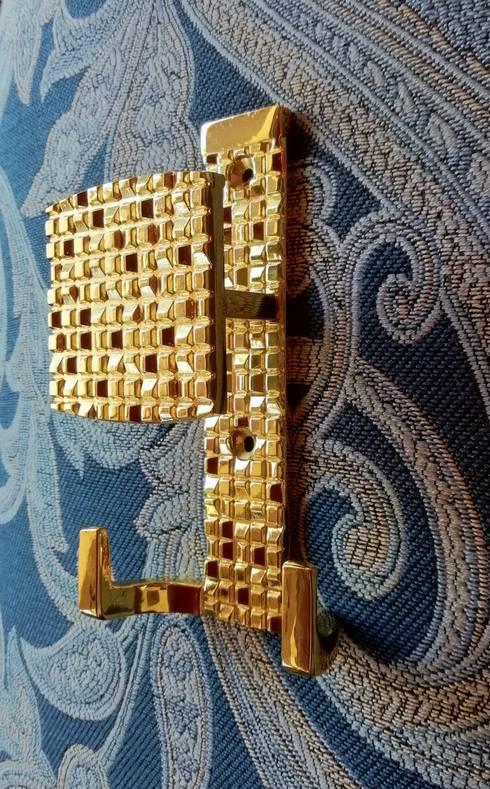 Perchero Mosaic Oro: Hogar de estilo  por Industrial de Cerraduras