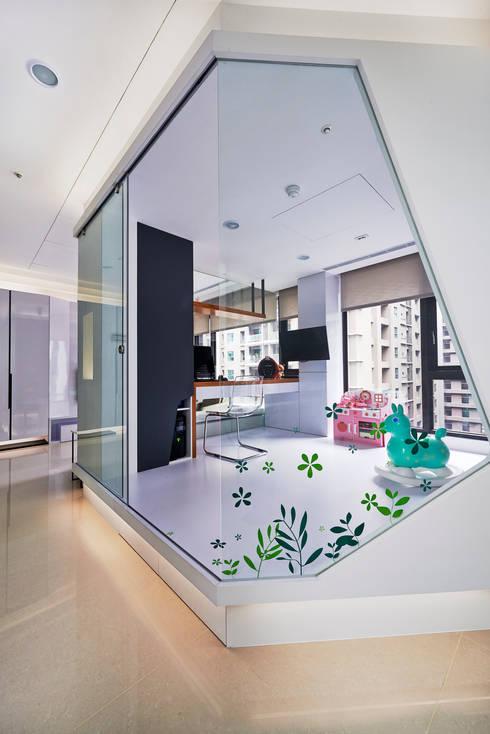 新莊郭公館:  書房/辦公室 by Moooi Design 驀翊設計