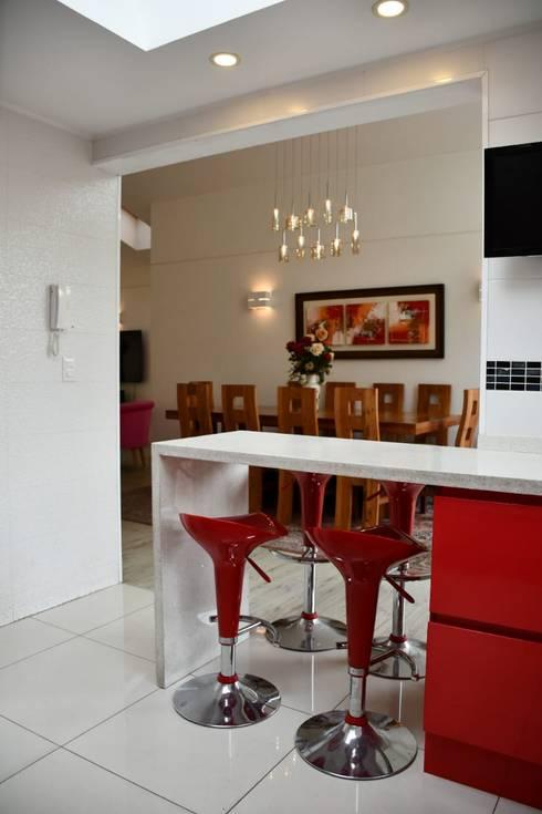 Cocina y comedor.: Livings de estilo  por D01 arquitectura