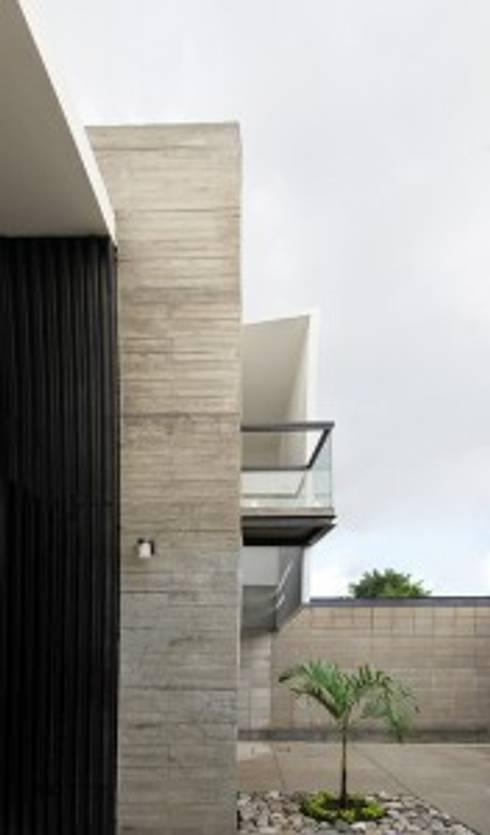 Casa Jardín: Cavas de estilo  por Apaloosa Estudio de Arquitectura y Diseño